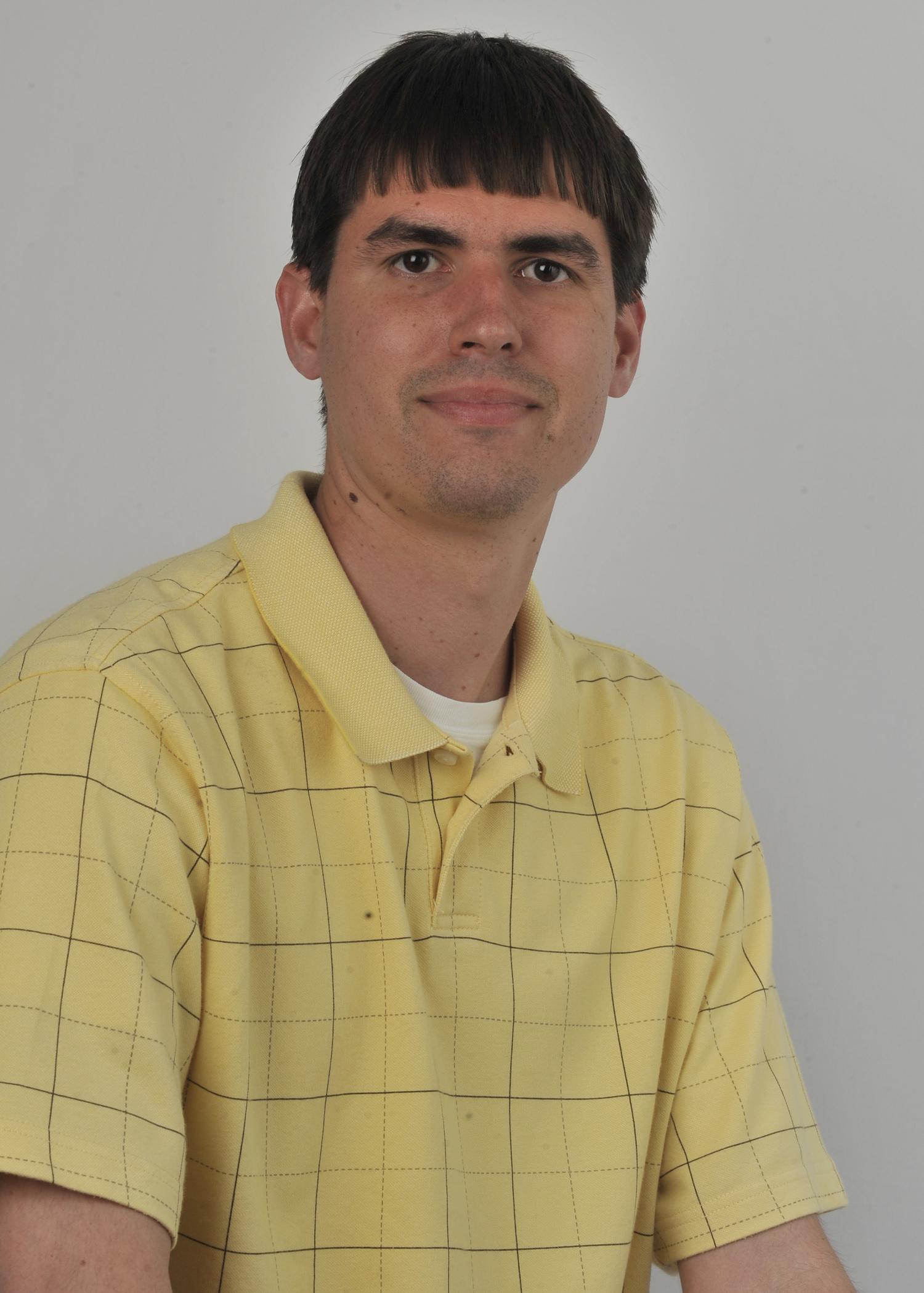 Robert Tomkavage : Reporter/Community News Group