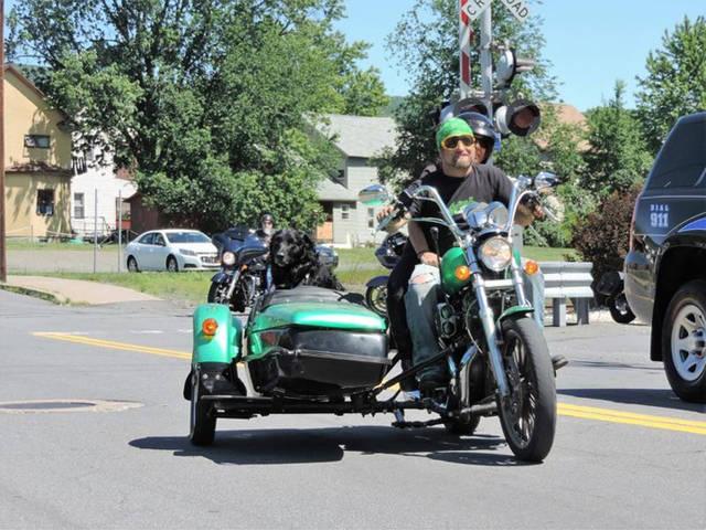 Griffin Estanque Refugio de Animales de los planes de la Sexta edición de la Motocicleta de Ejecución de La Abington Diario 1